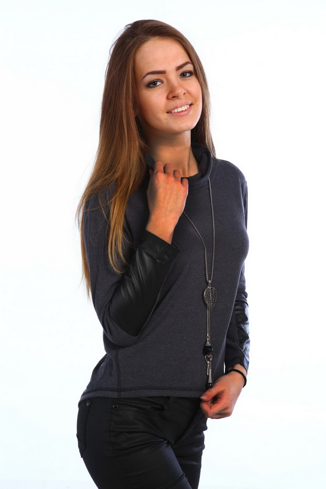 Блузка женская МишельБлузки<br>Стильная блуза из необычайно мягкой и эластичной натуральной ткани подойдет для любой ситуации. На рукавах вставки из тонкой и мягкой ткани под кожу. Воротник - хомут, рукав зауженный, ассиметричные боковые швы. Материал - ангора. Состав 78% вискоза, 18% ПЭ, 4% лайкра. На рост 160-164 см. Размер: 44<br><br>Принадлежность: Женская одежда<br>Основной материал: Ангора<br>Страна - производитель ткани: Россия, г. Иваново<br>Вид товара: Одежда<br>Материал: Ангора<br>Тип застежки: Без застежки<br>Состав: 78% вискоза, 18% полиэстер, 4% лайкра<br>Длина рукава: Длинный<br>Длина: 18<br>Ширина: 12<br>Высота: 7<br>Размер RU: 44