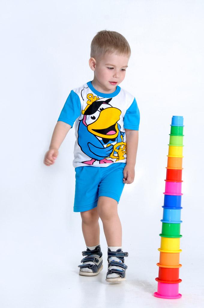 Костюм детский ПинПрочие костюмы<br>Счастливая улыбка на лице малыша не может не сделать счастливой и его маму, а потому она точно не упустит момент, чтобы порадовать его удобным и красивым детским костюмчиком Пин!   Предназначенный для детей до шести лет, костюм подойдет и мальчику, и девочке. Он состоит из футболки с короткими рукавами и шортов, а в его расцветке использована печать с героями знаменитого мультфильма Смешарики, который просто обожают все дети. И ваш сын, или дочка, будут без ума от такого костюмчика!   Детский костюм Пин хорошо подходит для носки в теплую погоду, потому что в нем тело ребенка будет дышать, а сам малыш будет чувствовать абсолютный комфорт.   Размер: 34<br><br>Принадлежность: Детская одежда<br>Возраст: Дошкольник (1-6 лет)<br>Пол: Унисекс<br>Основной материал: Кулирка<br>Вид товара: Детская одежда<br>Материал: Кулирка<br>Длина: 19<br>Ширина: 10<br>Высота: 6<br>Размер RU: 34