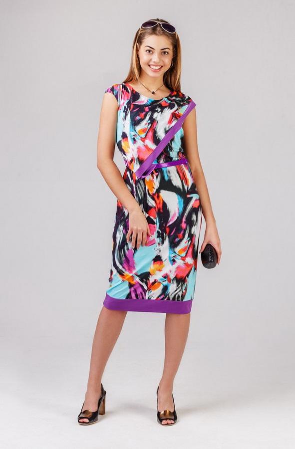 Платье женское ЦелозияПлатья<br>Лето - это время, когда расцветают самые яркие и красивые цветы: в саду, в вашей душе и на вашем платье. Яркое тому доказательство - это наша новая модель, женское платье Целозия! <br>Своим очаровательным дизайном данное платье обязано цветочным принтам, которые использованы в его расцветке, а также насыщенной цветовой гамме. Однако при этом платье понравится вам своим оригинальным фасоном, который отлично подчеркивает женскую фигуру, облегая каждый изгиб тела и выделяя каждое его достоинство. Вместе с тем фасон платья является достаточно удобным, чтобы вы не чувствовали стеснения или какого-либо дискомфорта в носке. <br>Платье Целозия хорошо подходит для носки теплым летом, потому что вискоза, из которой оно сшито, обладает высокой воздухопроницаемостью. В комплект также входит пояс.<br>Ткань: 95% вискоза, 5% лайкра. Размер: 44<br><br>Принадлежность: Женская одежда<br>Основной материал: Вискоза<br>Страна - производитель ткани: Россия, г. Иваново<br>Вид товара: Одежда<br>Материал: Вискоза с лайкрой<br>Состав: 95% вискоза, 5% лайкра<br>Длина рукава: Без рукава<br>Длина: 18<br>Ширина: 12<br>Высота: 7<br>Размер RU: 44