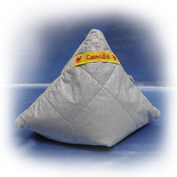 Подушка Combi (бамбук, тик) 70*70Бамбук<br>Подушка COMBI, наполненная бамбуковым волокном очень мягкая и теплая. Внешний слой подушки - пуходержащий тик, простеганный с верблюжьей шерстью, обладающей рядом уникальных свойств. Верблюжья шерсть хорошо успокаивает и снимает усталость. Благодаря такому сочетанию верблюжьей шерсти и бамбукового волокна подушка COMBI получается очень мягкой, теплой и, определенно, полезной, что делает ее идеальной для сна и отдыха.<br>Внимание! При заказе данного товара - сроки сбора Вашего заказа могут увеличиться на несколько дней. Размер: 70*70<br><br>Уход за вещами: Стирка запрещена, только химчистка<br>Принадлежность: Для дома<br>По назначению: Повседневные<br>Наполнитель: Бамбуковое волокно<br>Основной материал: Тик<br>Страна - производитель ткани: Россия, г. Шуя<br>Вид товара: Одеяла и подушки<br>Материал: Тик<br>Длина: 49<br>Ширина: 33<br>Высота: 20<br>Размер RU: 70*70