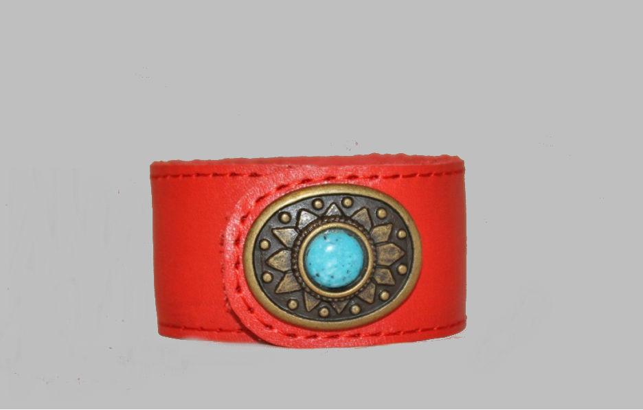 Браслет кожаный Red StyleКожаные браслеты<br>Размер: 17<br><br>Принадлежность: Женская одежда<br>Основной материал: Натуральная кожа<br>Страна - производитель ткани: Россия, г. Иваново<br>Вид товара: Аксессуары<br>Материал: Натуральная кожа<br>Длина: 8<br>Ширина: 8<br>Высота: 2<br>Размер RU: 17