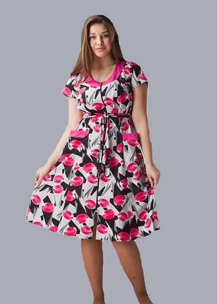 Халат женский ВставкаЛегкие халаты<br>Избегайте мешковатых фасонов и скучных расцветок даже в том случае, когда дело касается домашней одежды. Будьте стильной и женственной дома вместе с халатом Вставка!   Данный женский халат имеет приталенный крой с расклешенной юбкой средней длины и короткие рукава. Такой фасон халата не просто отлично подчеркивает достоинства вашей фигуры, но и придает ей изящности, формируя утонченный и элегантный силуэт. Более того, женский домашний халат Вставка имеет яркую насыщенную расцветку с модным принтом.   А сшита представленная модель из кулирки (состоит из натурального хлопкового волокна).  Размер: 56<br><br>Принадлежность: Женская одежда<br>Основной материал: Кулирка<br>Страна - производитель ткани: Россия, г. Иваново<br>Вид товара: Одежда<br>Материал: Кулирка<br>Сезон: Лето<br>Тип застежки: Молния<br>Длина рукава: Короткий<br>Длина: 19<br>Ширина: 17<br>Высота: 9<br>Размер RU: 56
