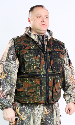 Жилет HANTER (цв. бундесфер)Для охотников<br>Охотничий жилет с многочисленными карманами. На спине также имеются 3 объёмных кармана. По бокам тесьма с карабинами для регулировки объёма.  Размер: 44-46<br><br>Высота: 8<br>Размер RU: 44-46