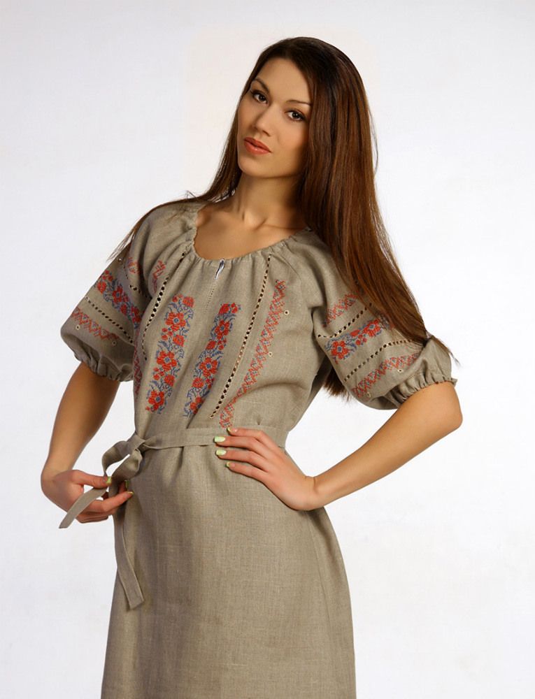 Платье льняное с вышивкой Василиса (большемерка)Платья<br>Лето - это время легкой и простой одежды, такой, как женское платье Василиса.   Одно из достоинств данной модели вы заметите в том, что она сшита из натурального льняного полотна, которое обладает такими свойствами, как высокая воздухопроницаемость и экологичность, а потому она точно будет комфортна во время носки. Более того, данное женское платье имеет полуприлегающий силуэт, который позволит вам двигаться безо всяких стеснений.   Не меньше, чем качество женского платья Василиса, вам понравится и его необычный и достаточно оригинальный дизайн, который выполнен в русско-народном стиле.   Данный вид товара является большемеркой. Например:<br>- если вы носите 44 размер, то по данному товару вам нужно выбрать 42 размер<br>- если вы носите 48 размер, то по данному товару вам нужно выбрать 46 размер и т.д. Учитывайте это при выборе размера. Размер: 48<br><br>Принадлежность: Женская одежда<br>Основной материал: Лен<br>Вид товара: Одежда<br>Материал: Лен<br>Длина изделия: Длина платья - 115 см. Длина рукава - 42 см.<br>Длина: 18<br>Ширина: 12<br>Высота: 7<br>Размер RU: 48
