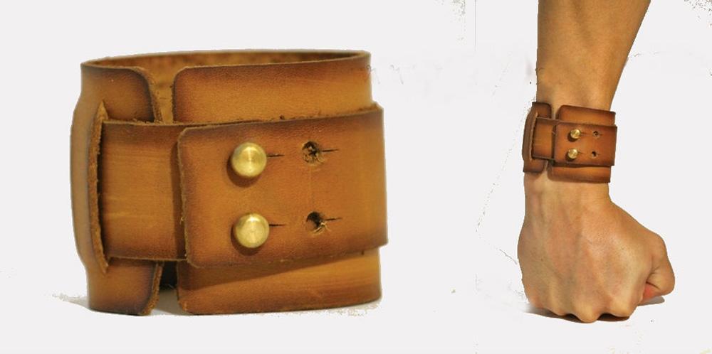 Браслет кожаный КорнингКожаные браслеты<br>Браслет из кожи.<br>Регулируемый на двух кобурных кнопках.<br>Широкая часть имеет ширину 50 мм, узкая - 30 мм.<br>Авторская обработка. Размер: 17<br><br>Принадлежность: Мужская одежда<br>Основной материал: Натуральная кожа<br>Страна - производитель ткани: Россия, г. Иваново<br>Вид товара: Аксессуары<br>Материал: Натуральная кожа<br>Длина: 8<br>Ширина: 8<br>Высота: 2<br>Размер RU: 17