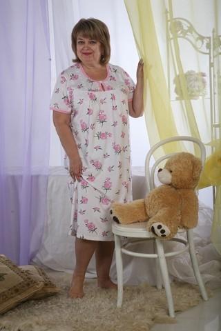 Ночная сорочка РивьераСорочки и ночные рубашки<br>Здоровый сон - залог хорошего настроения и самочувствия в течение дня. Удобство сна во многом зависит от выбора одежды. Не знаете, на чем остановиться? Обратите внимание на ночную сорочку Ривьера!<br>Материал для пошива - тонкая и невесомая кулирка, обладающая оптимальной прочностью, воздухопроницаемостью и мягкой фактурой. Свободный крой и длина рубашки не причиняют дискомфорт. Гипоаллергенная ткань абсолютно экологична, гигиенична и неприхотлива при повседневной носке.<br>Ночная сорочка Ривьера - недорогое, практичное и удобное решение, которое оценят экономные покупательницы. Она долгое время сохраняет первоначальный вид и свойства, приятно радуя владелицу. Размер: 48<br><br>Принадлежность: Женская одежда<br>Основной материал: Кулирка<br>Страна - производитель ткани: Россия, г. Иваново<br>Вид товара: Одежда<br>Материал: Кулирка<br>Длина рукава: Короткий<br>Длина: 18<br>Ширина: 12<br>Высота: 7<br>Размер RU: 48