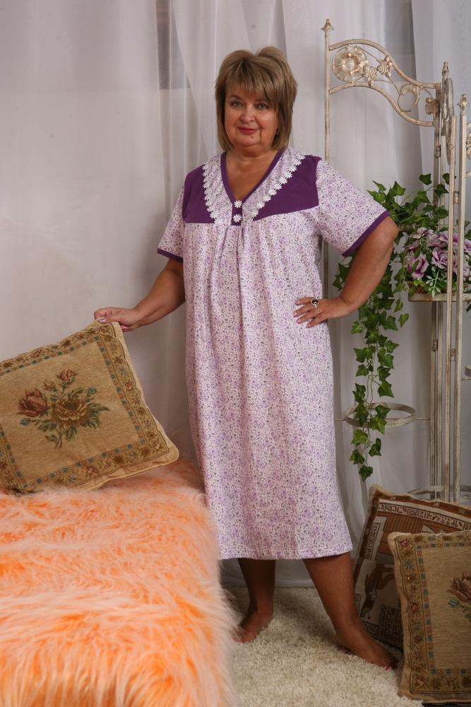 Ночная сорочка ЮрмалаСорочки и ночные рубашки<br>Могут ли комфорт и красота сочетаться в одной вещи? Данный вопрос интересует многих, особенно во время покупки одежды.<br>Но после того, как они познакомятся с женской ночной сорочкой Юрмала, у них точно не останется сомнений на этот счет! Ведь данная сорочка выполнена в исключительно удобном и свободном фасоне, который позволит вам спать спокойно на протяжении всей ночи. А нежный и стильный дизайн подарит ощущение собственной непревзойденности.<br>Помимо всего прочего, вы будете удивлены высоким качеством ночной сорочки и ее привлекательной ценой. Размер: 48<br><br>Принадлежность: Женская одежда<br>Основной материал: Кулирка<br>Страна - производитель ткани: Россия, г. Иваново<br>Вид товара: Одежда<br>Материал: Кулирка<br>Длина рукава: Короткий<br>Длина: 18<br>Ширина: 12<br>Высота: 7<br>Размер RU: 48