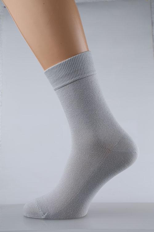 Носки мужские Вилли (упаковка 5 штук)Носки<br>Среди всего разнообразия одежды и современных модных трендов не обойтись без целого ряда практичных повседневных мелочей, о которых мы стали забывать. Например, мужские носки Вилли по 5 штук в упаковке!<br>Практичный и долговечный материал не изнашивается и не доставляет неудобств. Петельное плетение обеспечивает неповторимую структуру, свойственную только разным видам трикотажного полотна. В составе также синтетические примеси и незначительный процент эластана. Они необходимы, чтобы носок не рвался, не растягивался, сохранял форму и внешний вид.<br>В упаковке Вилли - пары разных цветов, под одежду либо по настроению. Благодаря низкой цене приобрести их можно впрок, в любом количестве.  Размер: 29<br><br>Производство: Закупается про запас<br>Принадлежность: Мужская одежда<br>Основной материал: Трикотаж<br>Страна - производитель ткани: Россия, г. Иваново<br>Вид товара: Одежда<br>Материал: Трикотаж<br>Состав: 80% хлопок, 18% ПА , 2% эластан<br>Длина: 20<br>Ширина: 18<br>Высота: 7<br>Размер RU: 29
