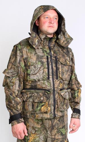 Костюм для охоты и рыбалки Патриот (лес)Для охотников<br>Куртка укороченная со съёмным капюшоном на молнии и центральной застежкой на тесьму-молнию. С прорезными карманами на молнии и нашивными, объёмными карманами в с клапанами. Рукав отстёгивающийся на молнии, низ рукава регулируется по размеру застежкой на липучке. Куртка-трансформер, превращается в жилет. Брюки широкие, прямые  с нашивными карманами. По низу брюки регулируются эластичной тесьмой.  Размер: 56-58<br><br>Принадлежность: Мужская одежда<br>Основной материал: Смесовые ткани<br>Вид товара: Одежда<br>Материал: Смесовые ткани<br>Длина: 27<br>Ширина: 25<br>Высота: 8<br>Размер RU: 56-58