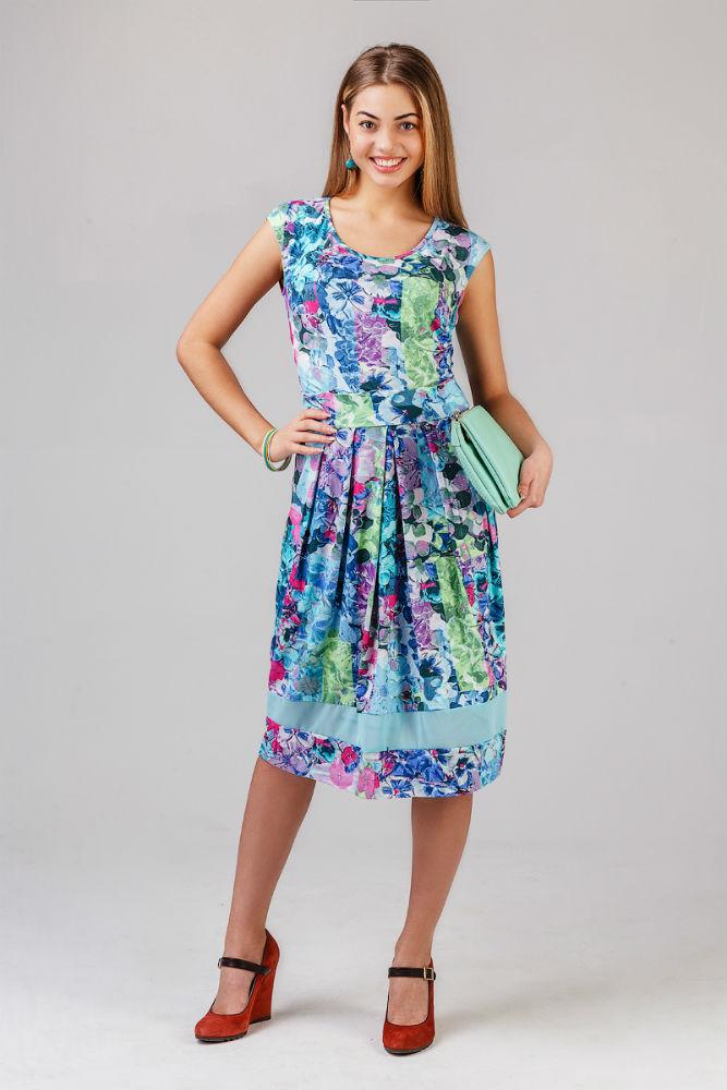 Платье женское КаирПлатья<br>Данный товар является маломеркой на 1 размер. Учитывайте это при выборе размера. Размер: 50<br><br>Принадлежность: Женская одежда<br>Основной материал: Вискоза<br>Вид товара: Одежда<br>Материал: Вискоза<br>Состав: 95% вискоза, 5% лайкра<br>Длина: 18<br>Ширина: 12<br>Высота: 7<br>Размер RU: 50