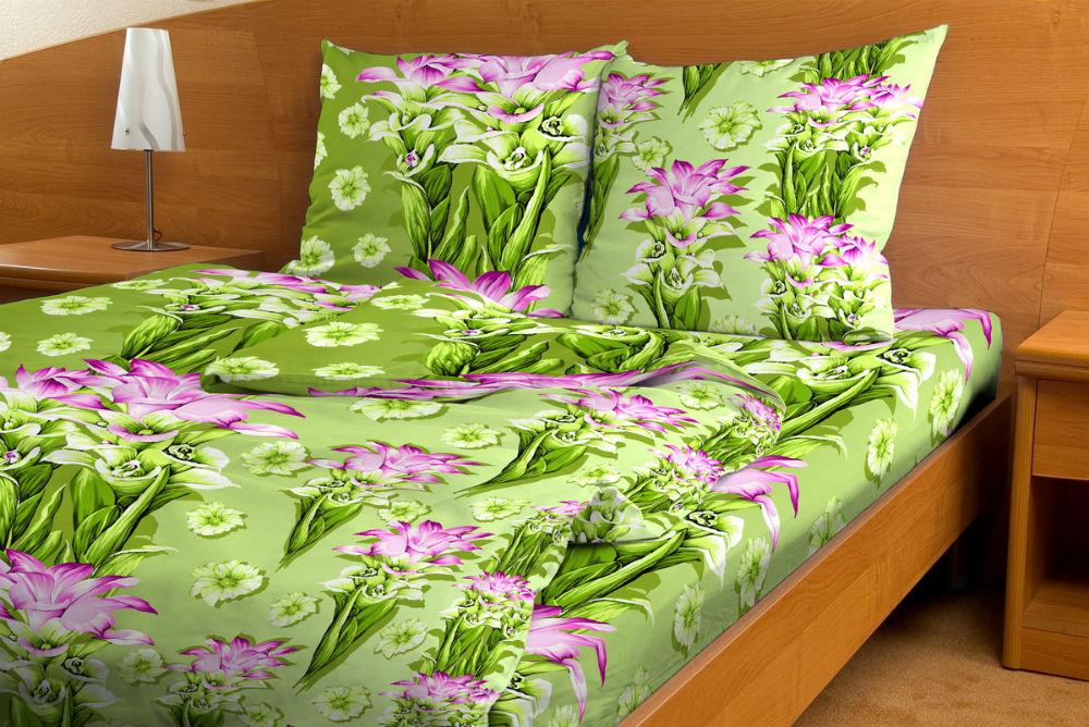 Постельное белье Диамант зеленый GS (бязь) 1,5 спальныйЭКОНОМ<br>Хорошо, когда постельное белье, на котором вы спите, обладает достойным качеством и действительно позволяет отдохнуть и набраться сил во время сна. Но намного лучше, когда это постельное белье вдобавок имеет приятную расцветку.   И, наверно, это - одна из основных причин, почему вам не стоит проходить мимо комплекта постельного белья Диамант зеленый GS. Данный комплект сшит из натурального хлопкового материала (бязь), а потому на нем могут спать люди даже с очень чувствительной кожей, ведь это белье обладает очень мягкой и нежной текстурой.   А в расцветке комплекта бязевого постельного белья Диамант зеленый GS использованы насыщенные цвета в дуэте с качественно выполненными цветочными узорами.   Внимание! При пошиве данного КПБ используется ткань шириной 150 см, поэтому в двуспальном комплекте простыня и пододеяльник являются сшивными, где к одному отрезку ткани пришивается другой отрезок (т.е. по центру изделия будет проходить шов). Это необходимо, чтобы получить нужные размеры для двуспального варианта. Размер: 1,5 спальный<br><br>Тип простыни: Со швом<br>Тип пододеяльника: Со швом<br>Производство: Производится про запас<br>Принадлежность: Для дома<br>Производитель Яндекс Маркет: Грандсток<br>Плотность КПБ: 105 гр/кв.м<br>Категория КПБ: Цветы и растения<br>По назначению: Повседневные<br>Рисунок наволочек: Расположение элементов расцветки может не совпадать с рисунком на картинке<br>Основной материал: Бязь<br>Страна - производитель ткани: Россия, г. Иваново<br>Вид товара: КПБ<br>Материал: Бязь<br>Сезон: Круглогодичный<br>Плотность: 105 г/кв. м.<br>Состав: 100% хлопок<br>Комплектация КПБ: Пододеяльник, простыня, наволочка<br>Длина: 37<br>Ширина: 26<br>Высота: 7<br>Размер RU: 1,5 спальный