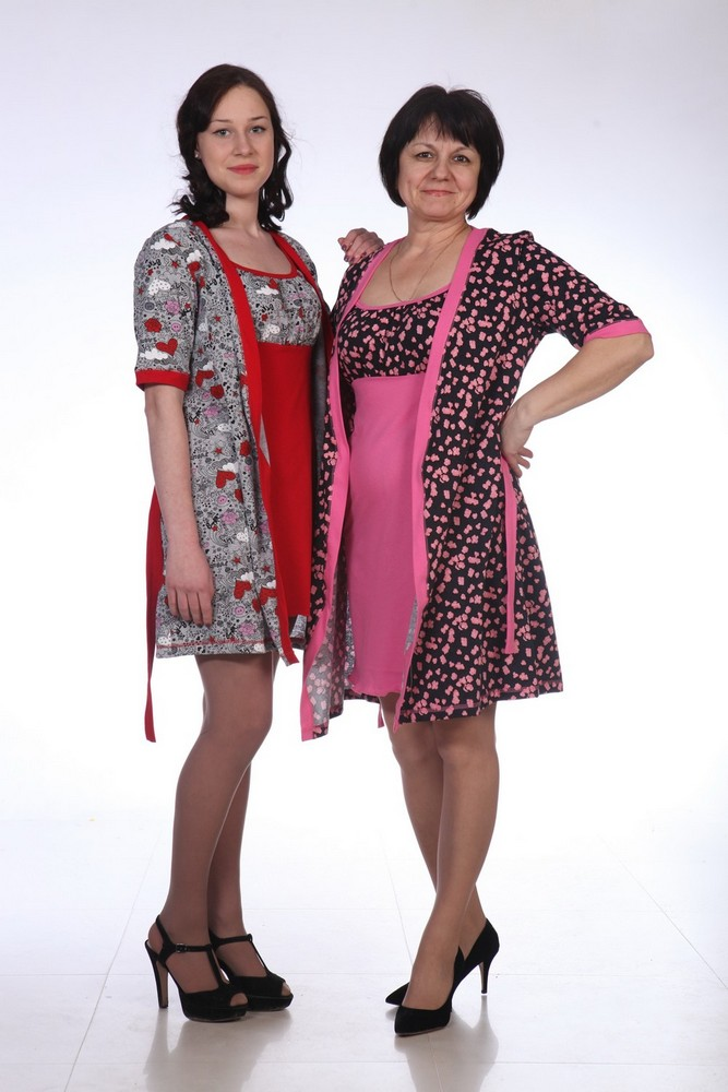 Комплект женский ЭммаНочные комплекты<br>Халат прямой под пояс, вставленный в шлевки на линии талии. Планка и манжеты из однотонной ткани. Сорочка приталенная, спереди кокетка из ткани халата, сама сорочка однотонная. Размер: 54<br><br>Принадлежность: Женская одежда<br>Основной материал: Кулирка<br>Страна - производитель ткани: Россия, г. Иваново<br>Вид товара: Одежда<br>Материал: Кулирка<br>Состав: 100% хлопок<br>Длина: 25<br>Ширина: 17<br>Высота: 9<br>Размер RU: 54
