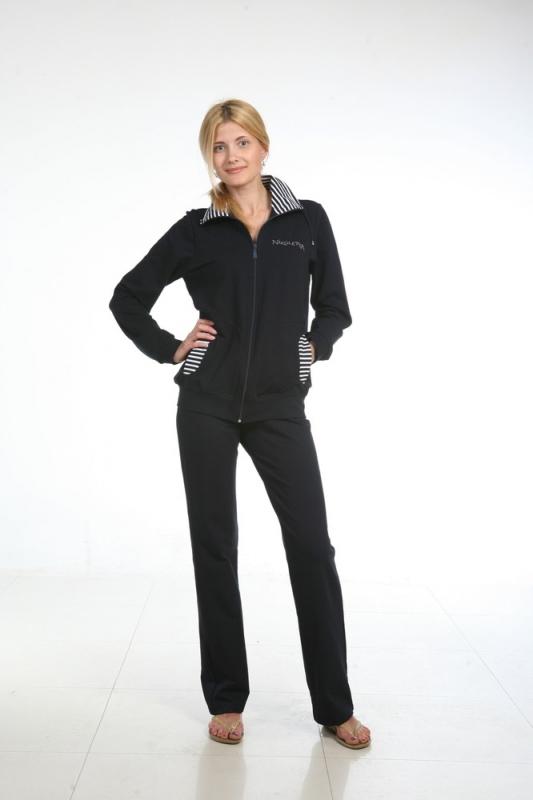 Костюм женский ЛатонияЗимние костюмы<br>Даже если вы предпочитаете исключительно женственные наряды &amp;amp;mdash; платьица, юбки и развевающиеся туники, в вашем шкафу никогда не будет лишним удобный и практичный спортивный костюм. Поэтому не спешите проходить мимо женского костюма Латония.<br>Модель состоит из двух вещей: длинной куртки с воротником и прямых брюк на кулиске. Куртка на молнии, для удобства дополнена двумя карманами. Расцветка костюма &amp;amp;mdash; однотонная, в качестве ярких акцентов &amp;amp;mdash; отделка в полоску на воротнике и карманах. Изделие сшито из футера, созданного на основе вискозных нитей. Вискоза &amp;amp;mdash; синтетический материал, обладающий всеми свойствами натуральной: воздухопроницаемость, впитываемость, мягкость и гипоаллергенность. Добавление лайкры придает прочности и эластичности изделию.<br>Женский костюм Латония станет достойным жителем вашего гардероба. Удобный, качественный и практичный костюм идеально подойдет как для домашней носки, так и для занятий спортом или путешествий.  Размер: 52<br><br>Принадлежность: Женская одежда<br>Комплектация: Брюки, толстовка<br>Основной материал: Футер<br>Страна - производитель ткани: Россия, г. Иваново<br>Вид товара: Одежда<br>Материал: Футер с лайкрой<br>Сезон: Весна - осень<br>Тип застежки: Молния<br>Длина рукава: Длинный<br>Длина: 30<br>Ширина: 20<br>Высота: 11<br>Размер RU: 52