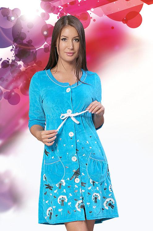 Халат женский ВестеросТеплые халаты<br>Не хватает ярких цветов в повседневной жизни? Эту проблему решит женский халат Вестерос, представленный в нашем каталоге стильной женской одежды.<br>Данная модель выполнена в нежной голубой расцветке и имеет изящный приталенный фасон. Линия талии выделена кулиской контрастного белого цвета, в этом же цвете выполнена окантовка, пуговицы и принт на подоле изделия. Кроме того, женский халат Весетрос имеет два накладных кармана круглой формы. <br>Вы можете приобрести женский домашний халат Вестерос по довольно привлекательной цене на сайте нашего интернет-магазина и выбрать удобный вам способ доставки. Размер: 54<br><br>Принадлежность: Женская одежда<br>Основной материал: Велюр<br>Страна - производитель ткани: Россия, г. Иваново<br>Вид товара: Одежда<br>Материал: Велюр<br>Сезон: Зима<br>Тип застежки: Пуговицы<br>Длина рукава: Средний<br>Длина: 30<br>Ширина: 20<br>Высота: 11<br>Размер RU: 54
