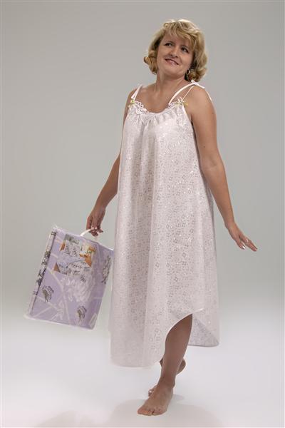 Сорочка женская НевестаСорочки и ночные рубашки<br>Невеста - сколько нежного и прекрасного в одном этом слове! И поэтому нет ничего удивительного в том, что женская ночная сорочка Невеста обладает таким очаровательным дизайном.  Вам понравится свободный фасон женской ночной сорочки Невеста, который совершенно не портит женского силуэта и сидит на фигуре довольно изящно, а также асимметричный низ и тонкие бретели. Благодаря такому типу фасона вы будете спать с комфортом.   Данная женская сорочка сшита из батиста - легкого хлопкового материала, основным достоинством которого является его невероятно мягкая и воздушная текстура.  Размер: 50<br><br>Принадлежность: Женская одежда<br>Основной материал: Батист<br>Страна - производитель ткани: Россия, г. Иваново<br>Вид товара: Одежда<br>Материал: Батист<br>Длина рукава: Без рукава<br>Длина: 18<br>Ширина: 12<br>Высота: 7<br>Размер RU: 50