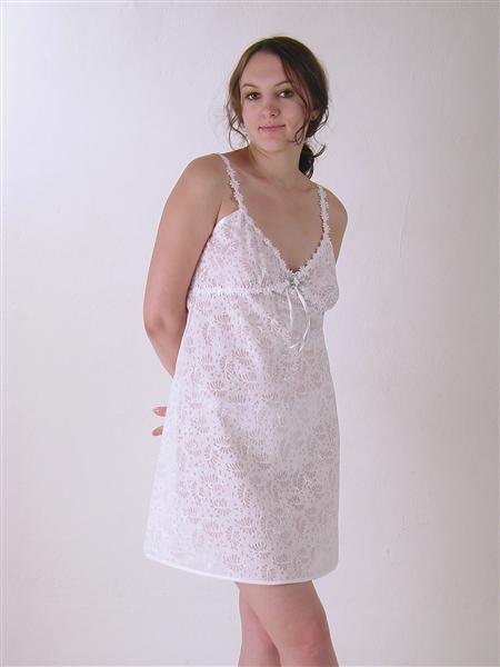 Сорочка женская ЮлькаСорочки и ночные рубашки<br>Размер: 44<br><br>Принадлежность: Женская одежда<br>Основной материал: Батист<br>Страна - производитель ткани: Россия, г. Иваново<br>Вид товара: Одежда<br>Материал: Батист<br>Длина рукава: Без рукава<br>Длина: 18<br>Ширина: 12<br>Высота: 7<br>Размер RU: 44