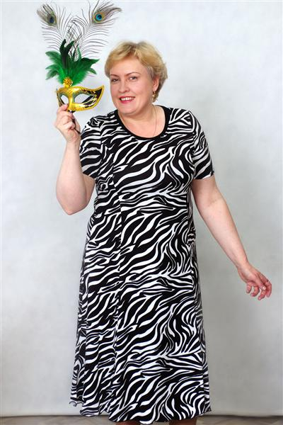 Платье женское ГодеПлатья<br>Хотите внести разнообразие в гардероб? Любите сочетать яркость, индивидуальность и традиционные решения? Обратите внимание на платье женское Годе!<br>Стильный и изящный крой удобен, практичен и не причиняет дискомфорта. Легкая вискоза гипоаллергенна, обладает оптимальной воздухопроницаемостью и гигроскопичностью, позволяет коже дышать и поддерживает естественную терморегуляцию.<br>Среди других преимуществ, которые наверняка оценят экономные покупательницы - доступная цена. Женское платье Годе - это выгодное, долговечное приобретение, которое долгое время будет радовать свою владелицу. Размер: 66<br><br>Высота: 4<br>Размер RU: 66
