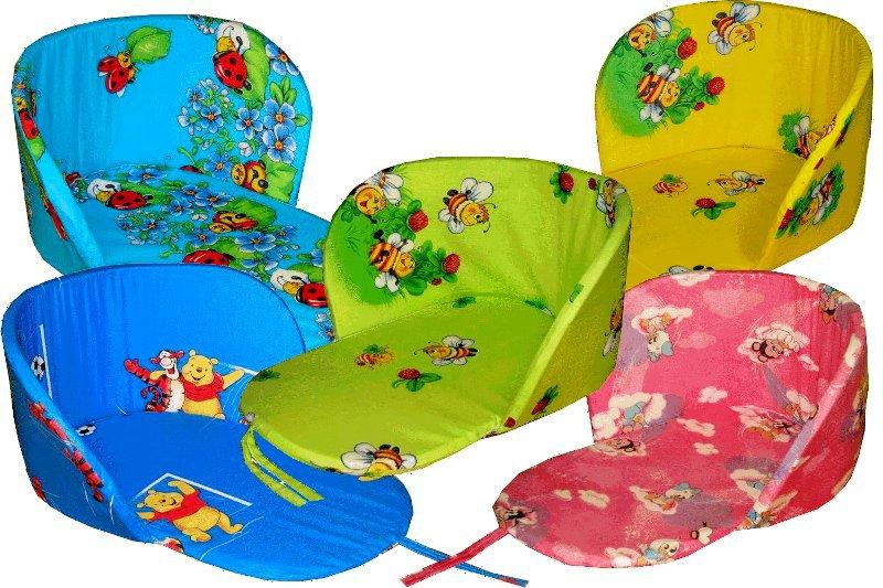 Сиденье в санкиНаборы в кроватку, в коляску<br>Определиться с расцветкой Вы можете здесь<br>Катание на санках - долгожданная радость для каждого малыша. Но кто из родителей не беспокоится о том, что чадо не замерзло и не заболело?<br>Сидение в санки с поролоновым наполнителем - мягкое, теплое и уютное решение, позволяющее позаботиться о малыше. Одна простая и дешевая покупка - гарантия комфорта и здоровья ребенка во время снежного веселья. Сидеть на такой подкладке гораздо удобнее и приятнее. Яркие расцветки порадуют мультяшными персонажами и знакомыми героями.<br>Верхний слой сидения в санки выполнен из бязи. За счет ее воздухопроницаемости подкладка быстро сохнет, легко отстирывается и не требует сложного ухода.<br><br>Принадлежность: Детская одежда<br>Возраст: Младенец (0-12 месяцев)<br>Пол: Унисекс<br>Основной материал: Бязь<br>Страна - производитель ткани: Россия, г. Иваново<br>Вид товара: Детская одежда<br>Материал: Бязь<br>Сезон: Зима<br>Длина: 30<br>Ширина: 30<br>Высота: 11