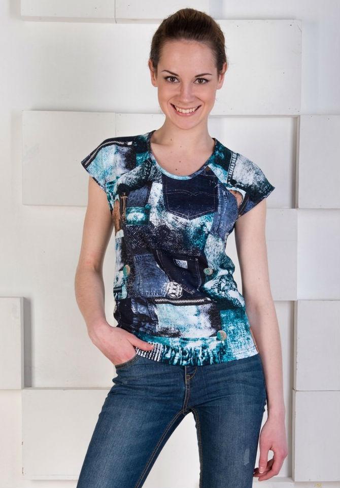 Блузка женская ВианнаБлузки<br>Любительницы ярких и модных вещей, стильных принтов и насыщенных цветов могут отметить для себя женскую блузку Вианна!<br>Основа - стопроцентный натуральный хлопок, отличающийся гипоаллергенностью и экологичностью. Тонкое плетение, свойственное кулирке, обеспечивает оптимальную прочность в сочетании с легкостью и воздушностью ткани. Блузка хорошо садится по фигуре, вдобавок не растягивается и не деформируется при носке. Неприхотливая кулирка легко переносит регулярные стирки, долго сохраняя первоначальный вид.<br>Женская блузка Вианна - отличный повседневный вариант, который уместно смотрится в городе, на пляже или дома.<br> Размер: 50<br><br>Принадлежность: Женская одежда<br>Основной материал: Кулирка<br>Страна - производитель ткани: Россия, г. Иваново<br>Вид товара: Одежда<br>Материал: Кулирка<br>Сезон: Лето<br>Тип застежки: Без застежки<br>Состав: 100% хлопок<br>Длина рукава: Короткий<br>Длина: 18<br>Ширина: 12<br>Высота: 7<br>Размер RU: 50