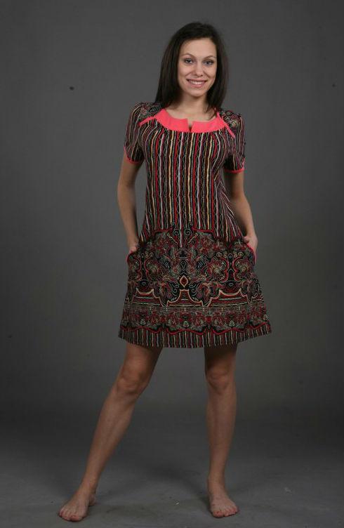 Платье женское АдилияПлатья<br>Девушка, умеющая выбирать правильную одежду (то есть ту, которая подчеркивает исключительно достоинства ее фигуры), просто обречена на то, чтобы постоянно вызывать восхищение у всех и каждого.   И такая девушка точно не пройдет мимо женского платья Адилия, которое поможет ей выглядеть ярко и стильно в повседневной жизни! Данное платье с коротким рукавом и отделкой-кокеткой имеет приталенный силуэт и среднюю длину, а на его роскошную расцветку с изящным узором просто невозможно не обратить внимание.   В дополнение ко всему прочему, вы также оцените и мягкую, дышащую кулирку, из которой сшито женское платье Адилия. Размер: 58<br><br>Принадлежность: Женская одежда<br>Основной материал: Кулирка<br>Вид товара: Одежда<br>Материал: Кулирка<br>Состав: 100% хлопок<br>Длина: 18<br>Ширина: 12<br>Высота: 7<br>Размер RU: 58