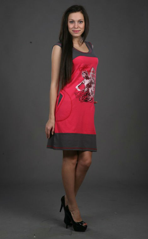 Платье женское БалтиморПлатья<br>Любительницы контрастных сочетаний, стильных рисунков и модных фасонов обязательно оценят женское платье Балтимор, гармонично сочетающее в себе все эти свойства.<br>Основной материал - тонкая, практически воздушная кулирка, хорошо окрашивающаяся в разные цвета и долгое время сохраняющая первоначальный вид. В наличии - обширный размерный ряд, позволяющий подобрать модель под любую фигуру. Такой наряд отлично подходит на жаркое время года, хорошо пропуская воздух и не причиняя дискомфорт.<br>Еще одно преимущество женского платья Балтимор - доступная цена, сочетающаяся с высоким качеством и вписывающаяся даже в скромный бюджет.<br>Данное платье маломерит на один размер. Размер: 48<br><br>Длина платья: Миди<br>Принадлежность: Женская одежда<br>Основной материал: Кулирка<br>Страна - производитель ткани: Россия, г. Иваново<br>Вид товара: Одежда<br>Материал: Кулирка<br>Сезон: Лето<br>Тип застежки: Без застежки<br>Состав: 100% хлопок<br>Длина рукава: Без рукава<br>Длина: 18<br>Ширина: 12<br>Высота: 7<br>Размер RU: 48