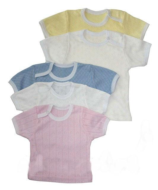 Футболка детская РибанаФутболки<br>Удобный свободный фасон, качественная ткань - именно так и должна выглядеть детская футболка, стоящая внимания заботливых родителей. И позвольте представить вам ее - это детская футболка Рибана, представленная в нашем каталоге!<br>Футболка выполнена из рибаны, состоящей из гипоаллергенного и гигиенически чистого хлопкового волокна. Она имеет качественное исполнение и кнопку сбоку, поэтому ее удобно одевать и снимать. <br>Детская футболка Жираф предназначена для детей от одного года до шести лет, и вы можете приобрести ее, сделав заказ на сайте в режиме онлайн. Размер: 26<br><br>Принадлежность: Детская одежда<br>Возраст: Дошкольник (1-6 лет)<br>Пол: Унисекс<br>Основной материал: Рибана<br>Вид товара: Детская одежда<br>Материал: Рибана<br>Состав: 100% хлопок<br>Длина: 18<br>Ширина: 12<br>Высота: 2<br>Размер RU: 26