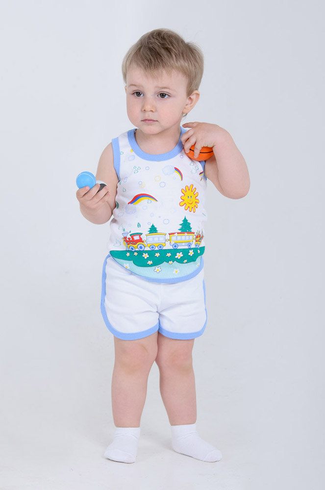 Костюм ФилипокКостюмы и комплекты<br>С самого первого дня своей жизни малыш нуждается в заботе своей мамы, а особенно - в ее заботливом выборе качественной одежды, в которой он сможет чувствовать себя максимально уютно и комфортно.   Детский комплект Филипок - это майка и шорты, сшитые из интерлока, материала с натуральным хлопковым составом. Изделия обладают мягкой и приятной текстурой, не способной вызвать натирание даже при долгой носке и потому являющейся абсолютно безвредной для чувствительной кожи маленького ребенка.   Также вам и вашему малышу несомненно понравится милый дизайн детского комплекта Филипок и яркая цветовая гамма, использованная в расцветке. Размер: 24<br><br>Возраст: Младенец (0-12 месяцев)<br>Пол: Мальчик<br>Основной материал: Интерлок<br>Вид товара: Детская одежда<br>Материал: Интерлок<br>Длина: 19<br>Ширина: 14<br>Высота: 6<br>Размер RU: 24