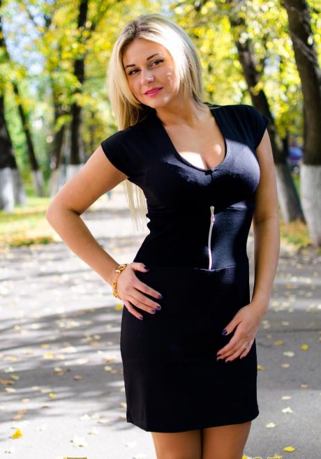Платье женское ШейнаПлатья<br>Размер: 46<br><br>Принадлежность: Женская одежда<br>Основной материал: Вискоза<br>Страна - производитель ткани: Россия, г. Иваново<br>Вид товара: Одежда<br>Материал: Вискоза<br>Тип застежки: Молния<br>Состав: 70% вискоза, 25% полиэстер, 5% лайкра<br>Длина рукава: Короткий<br>Длина: 18<br>Ширина: 12<br>Высота: 7<br>Размер RU: 46