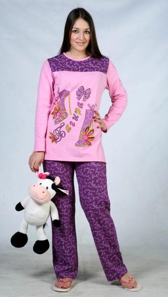 Пижама женская ТуфелькаПижамы<br>Осень всегда приносит с собой холодные ночи. И с их наступлением нам поскорее хочется сменить свои коротенькие открытые сорочки на теплые и уютные пижамы, которые не заставят тебя съеживаться от холода во время сна.И женская пижама Туфелька, будьте уверены, точно защитит вас от самых холодных ночей! Пижама состоит из штанов и толстовки с длинными рукавами, она имеет свободный крой, а спать в ней - одно удовольствие. Кроме того, пижама Туфелька выполнена в ярком дизайне, который не даст вам подхватить осеннюю хандру! Размер: 58<br><br>Принадлежность: Женская одежда<br>Основной материал: Кулирка<br>Страна - производитель ткани: Россия, г. Иваново<br>Вид товара: Одежда<br>Материал: Кулирка<br>Тип застежки: Без застежки<br>Длина рукава: Длинный<br>Длина: 18<br>Ширина: 12<br>Высота: 7<br>Размер RU: 58