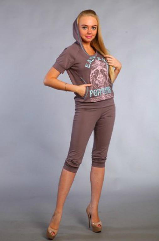Костюм женский ЭлейнЛетние костюмы<br>Костюм женский, рукав реглан, по низу рукава и бридж манжеты. Отделка печать. Размер: 48<br><br>Принадлежность: Женская одежда<br>Комплектация: Бриджи, футболка<br>Основной материал: Кулирка<br>Страна - производитель ткани: Россия, г. Иваново<br>Вид товара: Одежда<br>Материал: Кулирка<br>Сезон: Лето<br>Тип застежки: Без застежки<br>Состав: 100% хлопок<br>Длина рукава: Короткий<br>Длина: 18<br>Ширина: 12<br>Высота: 7<br>Размер RU: 48