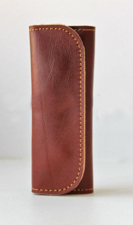 Ключница кожаная 4 ключа (рыжая)Ключницы<br><br><br>Принадлежность: Женская одежда<br>Основной материал: Натуральная кожа<br>Страна - производитель ткани: Россия, г. Иваново<br>Вид товара: Аксессуары<br>Материал: Натуральная кожа<br>Длина: 14<br>Ширина: 7<br>Высота: 2