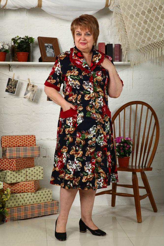 Халат женский ВенерияЛегкие халаты<br>Современная мода может гарантировать вам стильный внешний вид, но вот ощущение комфорта она редко может вам подарить, поэтому вам просто необходимо иметь удобную одежду для дома, в которой ваше тело сможет расслабиться.   Идеальный вариант - это женский домашний халат Венера! Халат имеет удлиненный фасон с расклешенной юбкой, короткими рукавами и отложным воротничком. Он сшит из хлопкового материала, гипоаллергенного и воздухопроницаемого, а главное - не вызывающего раздражения: как бы долго вы ни носили халат, вы всегда будете чувствовать себя в нем предельно комфортно.   А вот яркая расцветка с цветочным мотивом поможет вам выглядеть в данной модели так же красиво, как вы выглядите в своем самом лучшем платье.  Размер: 56<br><br>Высота: 9<br>Размер RU: 56