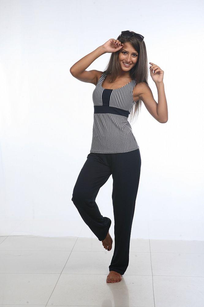 Штаны женские ЭлизабетШтаны<br>Штаны на женской фигуре сидят не хуже, чем юбки, только если это - качественные штаны, подчеркивающие достоинства фигуры и скрывающие ее недостатки. А такими являются женские штаны Элизабет, представленные в нашем каталоге женской одежды.   Штаны сшиты из мягкой трикотажной ткани и имеют прямой крой, поэтому они очень легки и комфортны во время носки. А благодаря темно-синему цвету штанов, вы можете носить их с водолазками, майками и футболками как ярких и светлых, так и темных тонов, создавая оригинальные образы.   Женские штаны Элизабет отличаются и достойным качеством: они не склонны к потере цвета или формы после продолжительной носки или многочисленных стирок. Размер: 42<br><br>Принадлежность: Женская одежда<br>Основной материал: Вискоза<br>Страна - производитель ткани: Россия, г. Иваново<br>Вид товара: Одежда<br>Материал: Вискоза<br>Состав: 90% вискоза, 10% эластан<br>Длина: 19<br>Ширина: 17<br>Высота: 9<br>Размер RU: 42