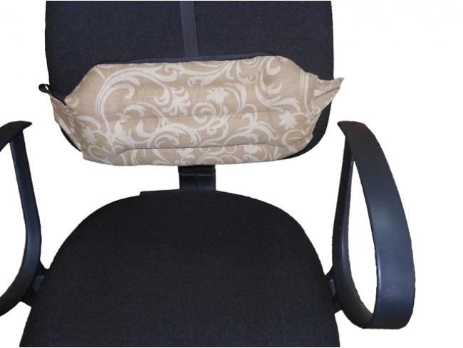 Подушка под спину Офис (лузга гречихи, сатин) 20*40Гречневая лузга<br>Подушка Офис под спину для офисных кресел наполнена лепестками лузги гречихи и снабжена удобными креплениями, позволяющими регулировать положение подушки на спинке кресла. Подушка позволяет найти максимально удобное положение, сидя за рабочим столом, дома или на работе. Расположив подушку под лопатками, Вы сможете в свободное время опереться на нее, разгрузив позвоночник, и быстро восстановить силы. Между коробочек лузги гречихи постоянно циркулирует воздух, обеспечивая комфортную температуру и предотвращая потение спины.  Размеры: 40*20*5 <br>Внимание! При заказе данного товара - сроки сбора Вашего заказа могут увеличиться на несколько дней. Размер: 20*40<br><br>Принадлежность: Для дома<br>По назначению: Повседневные<br>Наполнитель: Лузга гречихи<br>Основной материал: Сатин<br>Страна - производитель ткани: Россия, г. Шуя<br>Вид товара: Одеяла и подушки<br>Материал: Сатин<br>Длина: 49<br>Ширина: 33<br>Высота: 20<br>Размер RU: 20*40