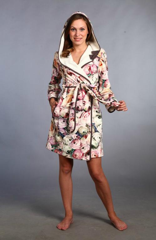 Халат женский ЭвелинаТеплые халаты<br>Домашняя одежда - то, чем мы нередко уделяем слишком мало внимания. Но правильно ли это? Разве существует что-то удобнее, практичнее и комфортнее халатов для дома? Особенно, когда это женский халат Эвелина.<br>Нежный ультрасофт - уникальный по свойствам материал именно для домашнего текстиля и вещей. Слегка ворсистая ткань превосходно согревает, а жаккардовый рисунок всегда выглядит аккуратно, элегантно и дорого. Яркий, нежный материал теперь пользуется честно отвоеванной популярностью.<br>На сайте - приятные цены, способные удивить требовательных, экономных покупателей. Халат Эвелина с капюшоном и кокетливой окантовкой - отличный домашний наряд для современной женщины. Размер: 50<br><br>Принадлежность: Женская одежда<br>Основной материал: Ультрасофт<br>Страна - производитель ткани: Россия, г. Иваново<br>Вид товара: Одежда<br>Материал: Ультрасофт<br>Тип застежки: Без застежки<br>Состав: 100% полиэстер<br>Длина рукава: Длинный<br>Длина: 30<br>Ширина: 20<br>Высота: 11<br>Размер RU: 50