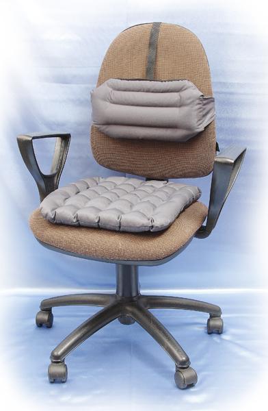 Комплект подушек Уютный офис 40*40Ортопедические<br>Несмотря то, что работа в офисе не связана с выполнением тяжелого физического труда, в конце рабочего дня вы можете чувствовать в спине такую боль, словно целый день именно тяжелым физическим трудом и занимались.<br>Исправит это комплект Уютный офис, состоящий из двух подушек: одна прикрепляется к сиденью вашего офисного стула или кресла, а вторая - к его спинке. Обе подушки выполнены из смесовых тканей, а в качестве наполнителя использована лузга гречихи.<br>Подушки повторяют изгибы вашего тела, в результате чего вы не будете испытывать усталость после целого рабочего дня, проведенного в сидячем положении, а наполнитель подушек оказывает на организм человека целебное воздействие, в частности - на систему кровообращения. Размер: 40*40<br><br>Принадлежность: Для дома<br>По назначению: Повседневные<br>Наполнитель: Лузга гречихи<br>Основной материал: Смесовые ткани<br>Вид товара: Одеяла и подушки<br>Материал: Смесовые ткани<br>Длина: 49<br>Ширина: 33<br>Высота: 20<br>Размер RU: 40*40