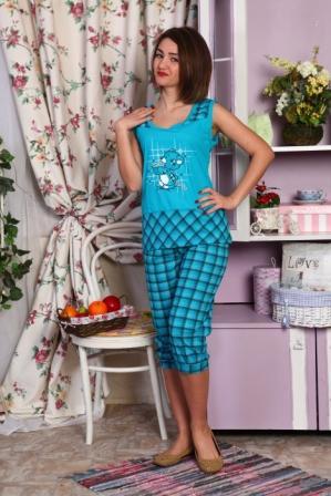 Пижама женская ДейзиПижамы<br>Какой бы мягкой и удобной не была ваша кровать, вы не будете спать на ней с комфортом, если ваша пижама будет доставлять вам даже малейшее неудобство. Женская пижама Дейзи просто создана для того, чтобы оберегать ваш сон и отдых!<br>Пижама состоит из майки и бриджей и сшита из кулирки, нежной ткани из хлопкового волокна. Отдельно стоит сказать про ее фасон: он достаточно свободный, чтобы двигаться в пижаме так, как вам только заблагорассудится, но при этом подчеркивает фигуру и в целом смотрится очень женственно.<br>А красочная расцветка женской пижамы Дейзи с милым принтом-мишкой всегда будет поднимать вам настроение, особенно по утрам, когда вы будете просыпаться и встречать новый день! Размер: 44<br><br>Принадлежность: Женская одежда<br>Основной материал: Кулирка<br>Страна - производитель ткани: Россия, г. Иваново<br>Вид товара: Одежда<br>Материал: Кулирка<br>Тип застежки: Без застежки<br>Длина рукава: Без рукава<br>Длина: 18<br>Ширина: 12<br>Высота: 7<br>Размер RU: 44