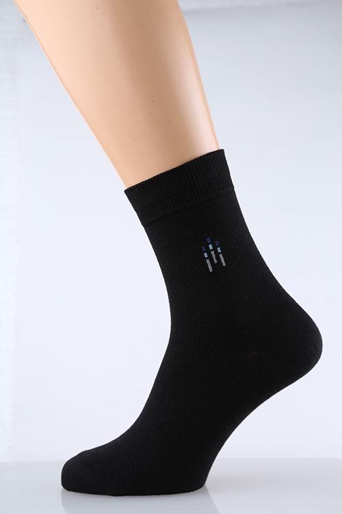 Носки мужские Бруно (упаковка 5 штук)Носки<br>Если покупка одежды зачастую приятно радует, то выбор различных мелочей и аксессуаров чаще утомляет или застает врасплох. Предотвратить это можно, заранее закупившись мужскими носками Бруно по 5 штук в упаковке.<br>Плотный трикотаж с добавлением лайкры и синтетики обладает отличными эксплуатационными характеристиками. Прочный и эластичный, он хорошо садится по ноге, но при этом не передавливает и не растягивается. При стирке трикотаж не садится, восстанавливает форму. При носке он хорошо пропускает воздух, так что не липнет и не парит. Носки в комплекте представлены в различных расцветках.<br>Достаточно один раз приобрести упаковку носков Бруно, чтобы еще долгое время не волноваться об этом.<br> Размер: 29<br><br>Производство: Закупается про запас<br>Принадлежность: Мужская одежда<br>Основной материал: Трикотаж<br>Страна - производитель ткани: Россия, г. Иваново<br>Вид товара: Одежда<br>Материал: Трикотаж<br>Состав: 80% хлопок, 18% ПА , 2% эластан<br>Длина: 20<br>Ширина: 18<br>Высота: 7<br>Размер RU: 29
