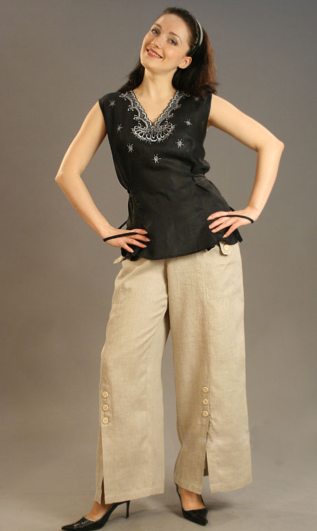 Брюки льняные модель Глафира (большемерка)Брюки<br>Размер: 52<br><br>Принадлежность: Женская одежда<br>Основной материал: Лен<br>Страна - производитель ткани: Россия, г. Пучеж<br>Вид товара: Одежда<br>Материал: Лен<br>Длина: 19<br>Ширина: 17<br>Высота: 9<br>Размер RU: 52