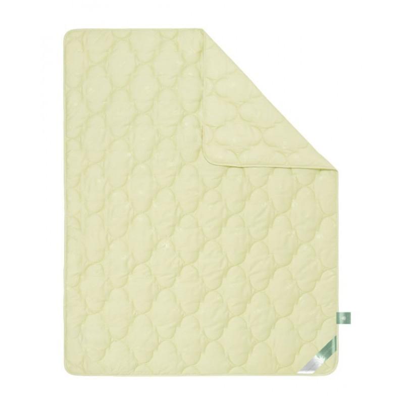 Одеяло зимнее Алжир (алоэ-вера, сатин) 1,5 спальный (140*205)Алоэ-Вера<br>Ткань: сатин-жаккард  (70% - хлопок, 30% - вискоза) с пропиткой Алоэ вера. Размер: 1,5 спальный (140*205)<br><br>Уход за вещами: Стирка запрещена, только химчистка<br>Тип одеяла: Премиум<br>Принадлежность: Для дома<br>По назначению: Повседневные<br>Наполнитель: Лебяжий пух<br>Основной материал: Сатин<br>Страна - производитель ткани: Россия, г. Иваново<br>Вид товара: Одеяла и подушки<br>Материал: Сатин<br>Сезон: Зима<br>Плотность: 300 г/кв. м.<br>Толщина одеяла: Стандартное (от 300 до 500 гр/кв.м)<br>Длина: 48<br>Ширина: 38<br>Высота: 20<br>Размер RU: 1,5 спальный (140*205)