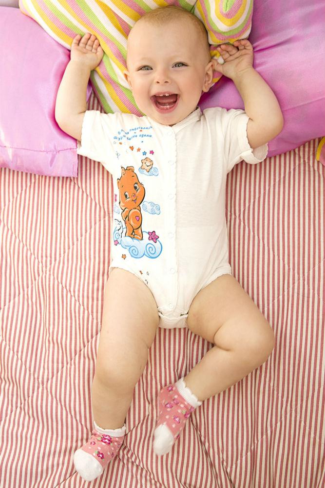 Боди МышонокБоди<br>С мамой малыш всегда находится в безопасности: ему не страшно ничто - и даже дискомфорт, ведь мама всегда знает, в какой одежде он будет чувствовать себя максимально удобно.   И она точно не пройдет мимо детского боди Мышонок, главное предназначение которого заключается в том, чтобы дарить малышам комфорт и счастливые улыбки. Данное боди сшито из 100%-го хлопкового материала, кулирки, о мягкой текстуре, и гипоаллергенности которой все знают не понаслышке.   Кроме того, детское боди Мышонок имеет заклепки спереди и снизу, чтобы вы могли с легкостью надеть, а потом снять изделие с ребенка.    Размер: 24<br><br>Принадлежность: Детская одежда<br>Возраст: Младенец (0-12 месяцев)<br>Пол: Унисекс<br>Основной материал: Кулирка<br>Страна - производитель ткани: Россия, г. Иваново<br>Вид товара: Детская одежда<br>Материал: Кулирка<br>Длина: 18<br>Ширина: 12<br>Высота: 2<br>Размер RU: 24