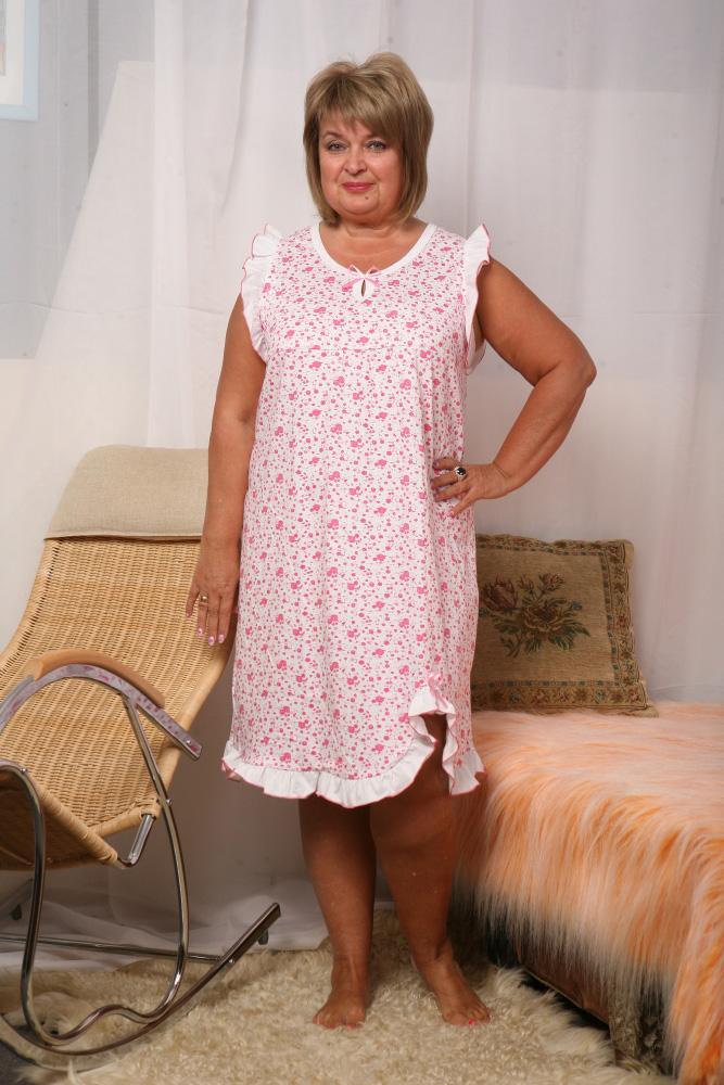 Ночная сорочка ЗагадкаСорочки и ночные рубашки<br>При первом же взгляде на эту модель у вас может возникнуть вопрос: почему именно Загадка? Почему данная ночная сорочка имеет такое название?<br>Все дело, уважаемые покупатели, в ее изящном фасоне и исключительном дизайне, который позволяет женщинам любого возраста и комплекции выглядеть в ней просто изумительно! Вы и сами убедитесь в этом после того, как приобретете женскую ночную сорочку Загадка, выбрав одну из трёх предложенных вам расцветок.<br>Вы также будете поражены высоким качеством изделия, отличительными чертами которого являются прочность и износостойкость.<br>Данный товар большемерит на размер. Размер: 54<br><br>Принадлежность: Женская одежда<br>Основной материал: Кулирка<br>Страна - производитель ткани: Россия, г. Иваново<br>Вид товара: Одежда<br>Материал: Кулирка<br>Длина рукава: Без рукава<br>Длина: 18<br>Ширина: 12<br>Высота: 7<br>Размер RU: 54