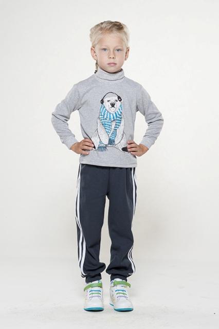 Трико детское МастерТрико<br>Удобное трико обязательно должно находиться в гардеробе маленького мальчика, чтобы он мог заниматься физическими упражнениями, гулять и играть, не чувствуя стесненности и дискомфорта.<br>Поэтому мы спешим представить вашему вниманию детское трико Мастер! Данная модель сшита из мягкого интерлока, который обладает высокими эксплуатационными свойства, и одно из этих свойств - это высокая износостойкость. Трико выполнены в сером цвете и украшены белыми полосками по бокам.<br>Вы можете приобрести детское трико Мастер на сайте интернет-магазина, выбрав нужный размер из большого размерного ряда.  Размер: 28<br><br>Принадлежность: Детская одежда<br>Возраст: Дошкольник (1-6 лет)<br>Пол: Мальчик<br>Основной материал: Интерлок<br>Страна - производитель ткани: Россия, г. Иваново<br>Вид товара: Детская одежда<br>Материал: Интерлок<br>Состав: 100% хлопок<br>Длина: 18<br>Ширина: 12<br>Высота: 2<br>Размер RU: 28