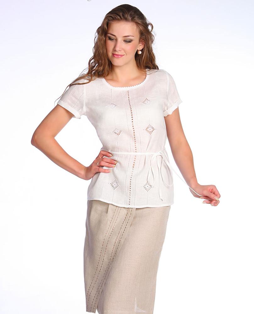 Блузка льняная ПьераБлузки<br>Качественные повседневные вещи из натуральных тканей - незаменимое приобретение для гардероба каждой модницы. Настоящая находка - льняная блузка Пьера.<br>Лен - один из лучших натуральных материалов, изготовленный на основе прочных льняных волокон. Его отличие от хлопка - плотная, но тонкая текстура, характерная поверхность и матовый блеск. Еще раньше лен символизировал собой чистоту. Сегодня его традиционное значение сочетается с отличными эксплуатационными характеристиками, соответствующими всем современным потребностям.<br>Красивая и элегантная льняная блузка Пьера - простая, но изысканная. Она отлично подойдет на лето.<br><br>Данная блузка является большемеркой на два размера. Учитывайте это при выборе размера. Размер: 44<br><br>Высота: 7<br>Размер RU: 44