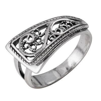 Кольцо серебряное 2301595Серебряные кольца<br>Артикул  2301595<br>Вес  3,21<br>Покрытие  оксидирование<br>Размерный ряд  16,5; 17,0; 17,5; 18,0; 18,5; 19,0; 19,5;  Размер: 18<br><br>Принадлежность: Драгоценности<br>Основной материал: Серебро<br>Страна - производитель ткани: Россия, г. Приволжск<br>Вид товара: Серебро<br>Материал: Серебро<br>Вес: 3,21<br>Покрытие: Оксидирование<br>Проба: 925<br>Вставка: Без вставки<br>Габариты, мм (Длина*Ширина*Высота): 25*23*11<br>Длина: 5<br>Ширина: 5<br>Высота: 3<br>Размер RU: 18