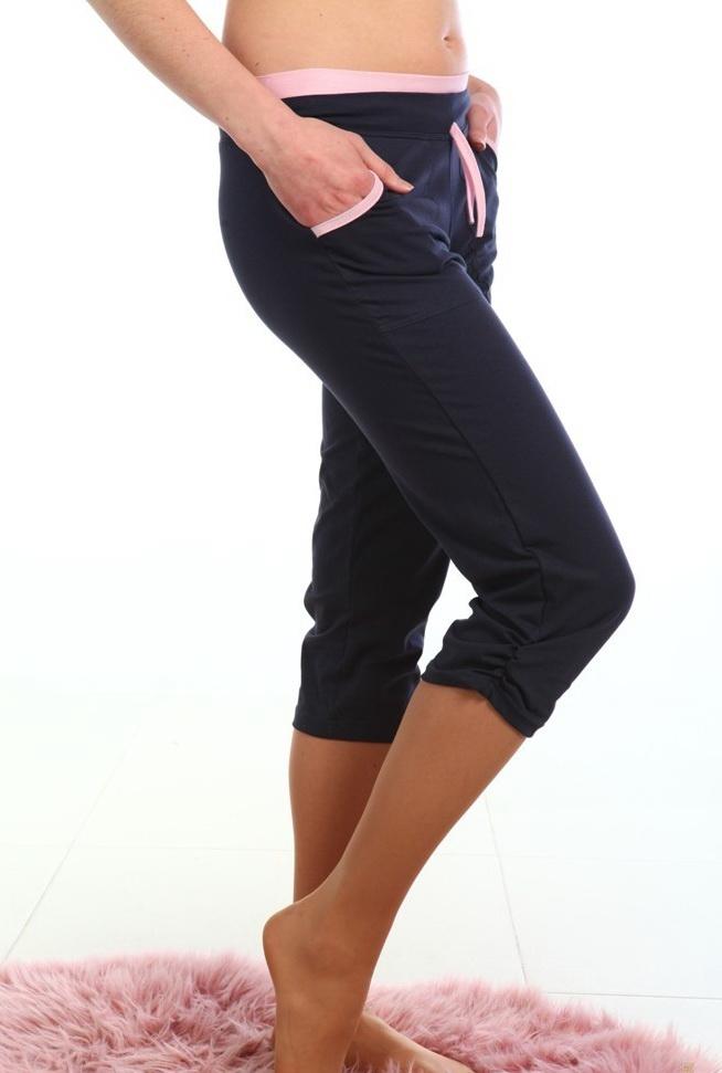Бриджи женские АйлинБриджи<br>Среди практичных и удобных повседневных вещей выделяются женские бриджи Айлин. Они отлично подойдут на каждый день и для занятий спортом.<br>Хлопок в составе делает бриджи гигроскопичными и воздухопроницаемыми. Именно таким образом они создают комфортный микроклимат даже во время нагрузок. Добавление примесей лайкры улучшает эластичность изделия. Материал легко тянется, но при этом восстанавливает первоначальный вид и не деформируется окончательно.<br>Женские бриджи Айлин - это еще и недорогое приобретение. Желающие могут подобрать сразу несколько моделей, чтобы чередовать их по мере необходимости. Покупка не ударит по бюджету. Размер: 46<br><br>Принадлежность: Женская одежда<br>Основной материал: Кулирка<br>Страна - производитель ткани: Россия, г. Иваново<br>Вид товара: Одежда<br>Материал: Кулирка с лайкрой<br>Сезон: Лето<br>Состав: 92% хлопок, 8% лайкра<br>Длина: 18<br>Ширина: 12<br>Высота: 7<br>Размер RU: 46