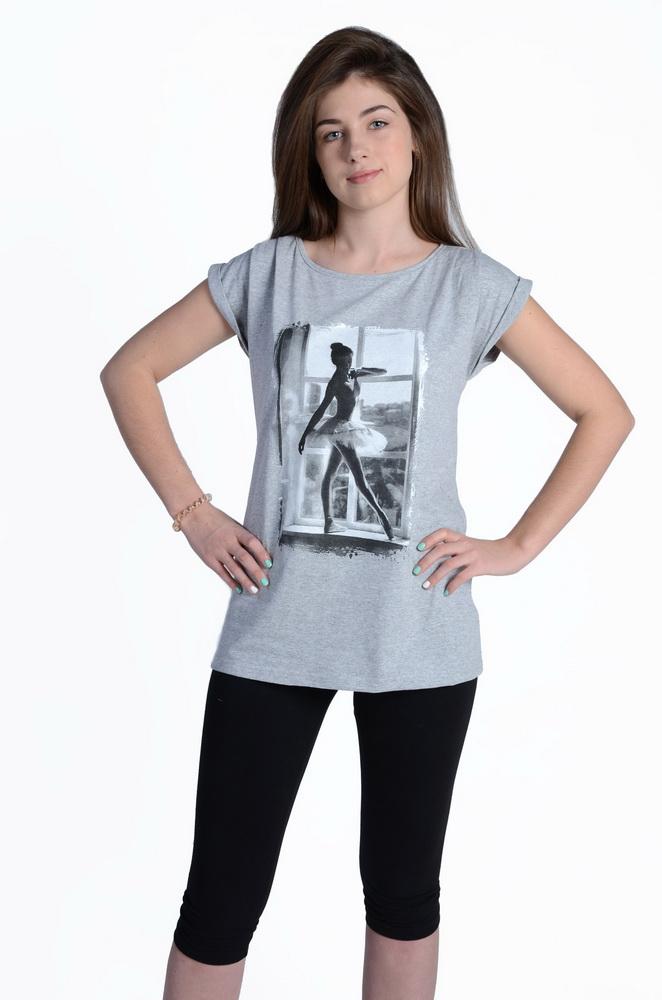 Костюм женский ЛиджаЛетние костюмы<br>Костюм состоит из туники и бридж с добавлением эластана.<br>Туника с цельнокроеным рукавом с манжетой. Так же на тунике выполнены складки в плечевых швах и нанесен принт, методом шелкографии Размер: 50<br><br>Принадлежность: Женская одежда<br>Комплектация: Бриджи, туника<br>Основной материал: Кулирка<br>Страна - производитель ткани: Россия, г. Иваново<br>Вид товара: Одежда<br>Материал: Кулирка с лайкрой<br>Тип застежки: Без застежки<br>Длина рукава: Короткий<br>Длина: 18<br>Ширина: 12<br>Высота: 7<br>Размер RU: 50