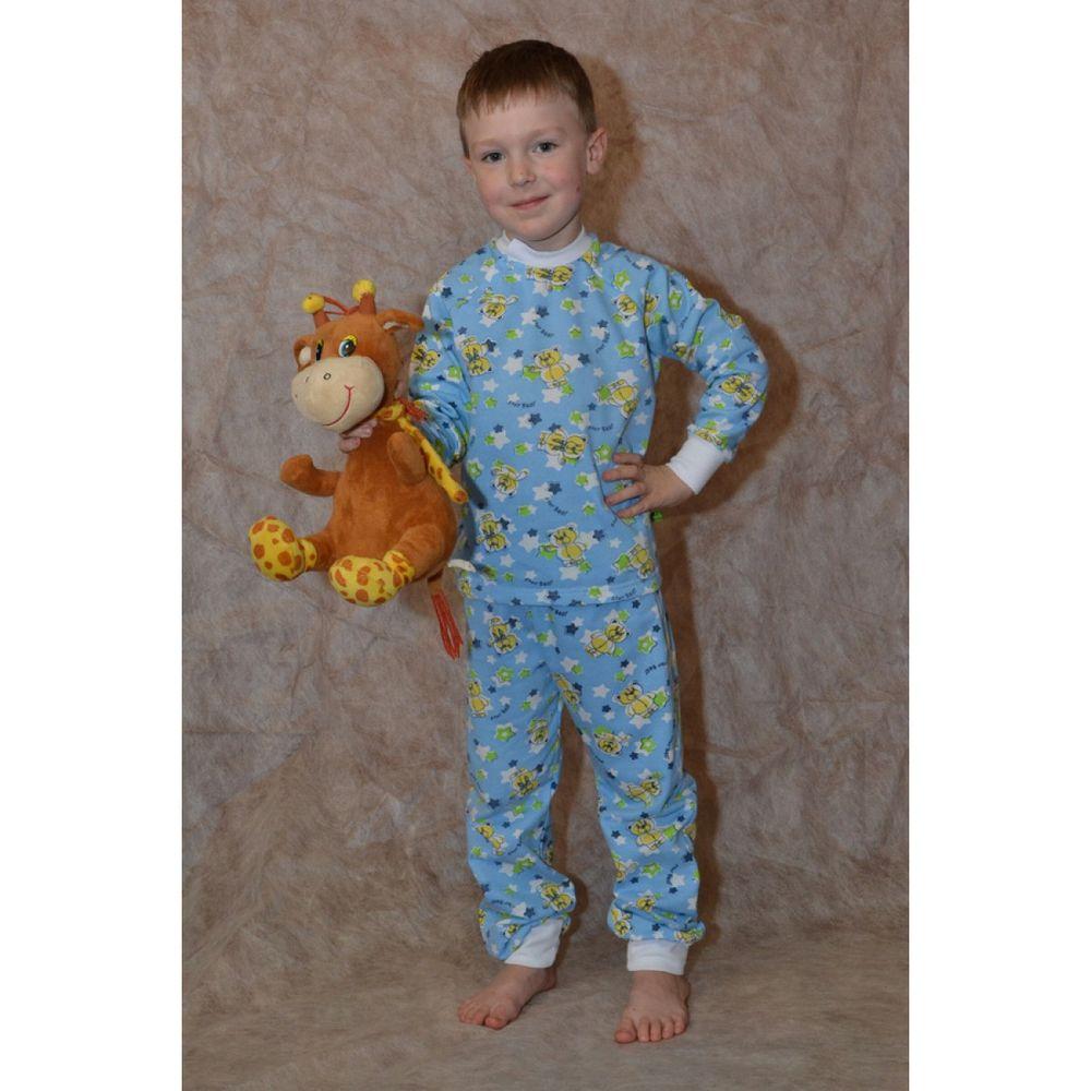 Пижама на мальчика ОблачкоПижамы<br>Замерзнуть и подхватить простуду ребенок может даже ночью, во время сна. Но с ним этого, конечно, не случится, если он спит в теплой пижаме - такой, как пижама для мальчика Облачко!<br>Эта пижама, выполненная в милой расцветке, сшита из теплого и мягкого футера. В ней ребенку будет тепло даже зимой, потому что футер хорошо и надолго сохраняет тепло. Водолазка и штаны отделаны белыми контрастными манжетами. Изделие можно спокойно стирать даже в стиральной машине, не боясь, что это негативно отразится на его внешнем виде.<br>Данная пижама подойдет мальчику до десяти лет с размером одежды от 24 до 34. Размер: 28<br><br>Принадлежность: Детская одежда<br>Возраст: Младший школьный возраст (7-10 лет)<br>Пол: Мальчик<br>Основной материал: Футер<br>Вид товара: Детская одежда<br>Материал: Футер<br>Состав: 100% хлопок<br>Длина: 18<br>Ширина: 12<br>Высота: 7<br>Размер RU: 28