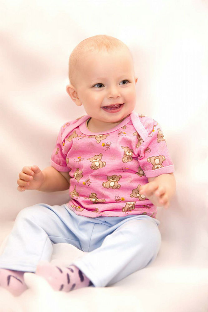 Футболка лодка ЯселькиФутболки<br>100% хлопок. Ткань легкая, немнущаяся, гипоаллергенная, отлично пропускает воздух.<br>Яркая, пестрая футболка с удобной широкой горловиной подарит ребенку хорошее настроение и не создаст проблем при переодевании. Для детей от 2 месяцев до 2 лет. Размер: 26<br><br>Принадлежность: Детская одежда<br>Возраст: Младенец (0-12 месяцев)<br>Пол: Унисекс<br>Основной материал: Кулирка<br>Вид товара: Детская одежда<br>Материал: Кулирка<br>Состав: 100% хлопок<br>Длина: 17<br>Ширина: 13<br>Высота: 3<br>Размер RU: 26
