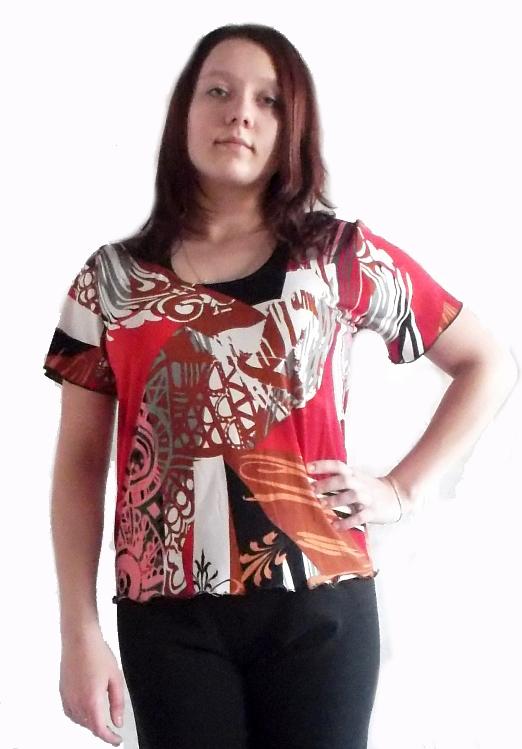 Футболка женская ВинеттаФутболки<br>Любите красивые, стильные и модные вещи? Ваш выбор - женская футболка Винетта!<br>Для пошива использована струящаяся вискоза, которая отлично садится по фигуре, формируя красивые и мягкие складки. Ткань отлично окрашивается в самые яркие цвета, так что хорошо подходит для необычных расцветок и орнаментов. Еще одно преимущество - прочность и практичность. Несмотря на свою фактуру, вискоза совершенно не электризуется, отлично вентилируется и не причиняет дискомфорт.<br>Особенность женской футболки Винетта - свободный крой. В ней можно чувствовать себя легко, комфортно и непринужденно, независимо от происходящего вокруг.  Размер: 52<br><br>Принадлежность: Женская одежда<br>Основной материал: Вискоза<br>Страна - производитель ткани: Россия, г. Иваново<br>Вид товара: Одежда<br>Материал: Вискоза<br>Сезон: Лето<br>Тип застежки: Без застежки<br>Длина рукава: Короткий<br>Длина: 18<br>Ширина: 12<br>Высота: 7<br>Размер RU: 52